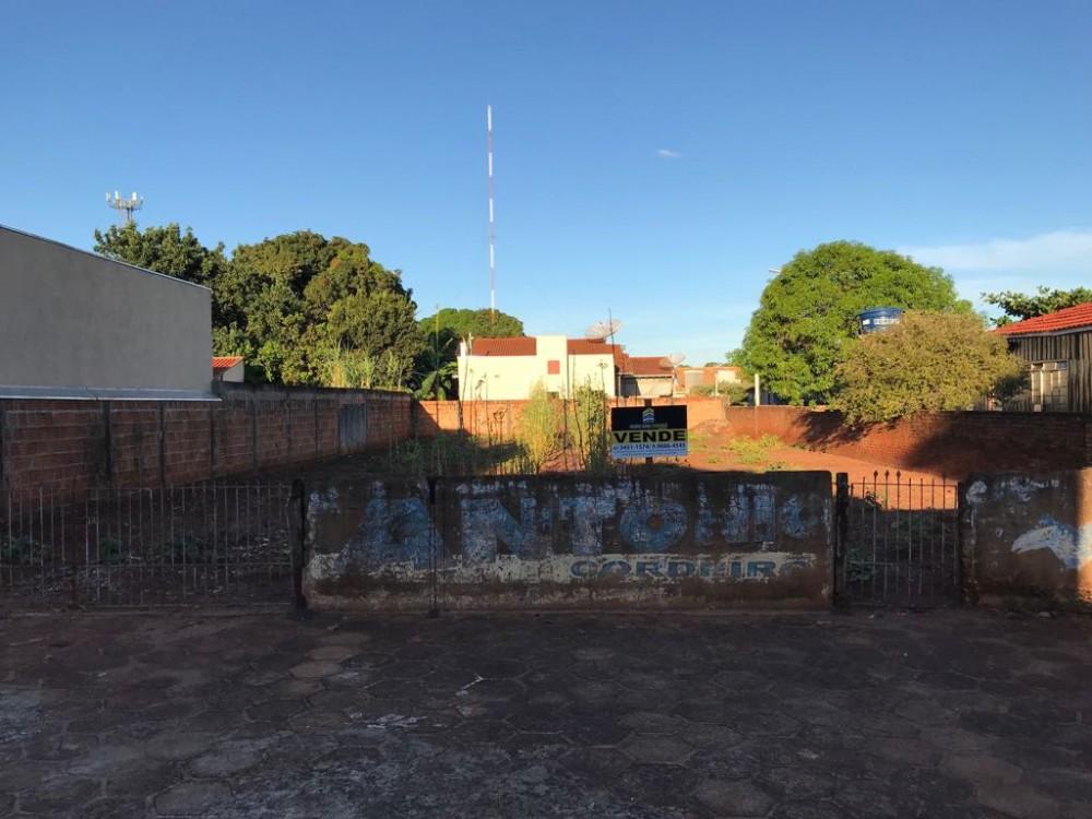 Terreno area central, todo murado - próximo ao hospital