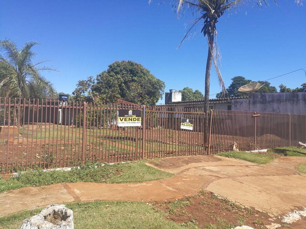 Terreno comercial em área central com casa aos fundos